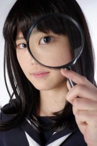 虫眼鏡女子高生